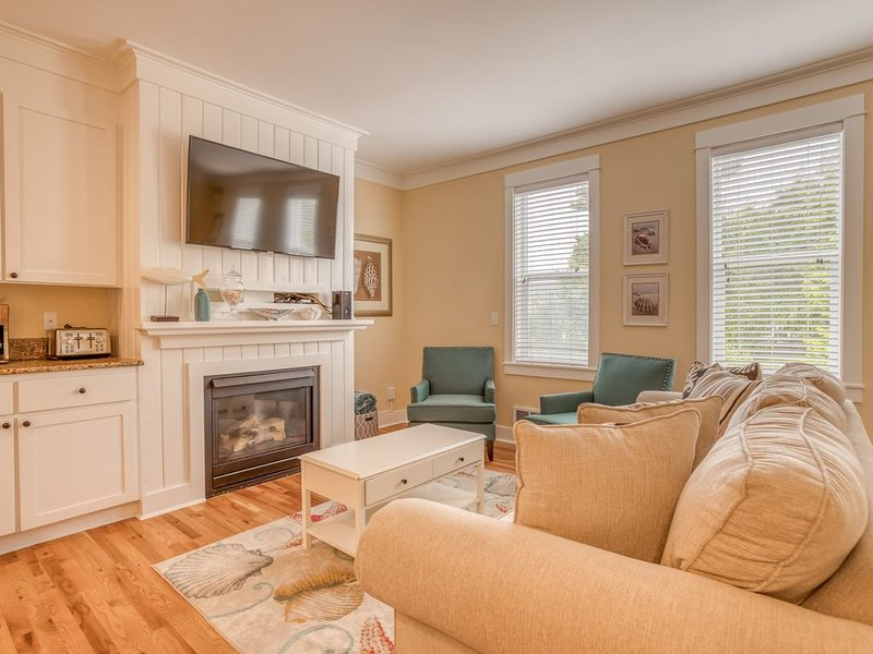 Sumptuous Three-Bedroom Condo has Huge Kitchen and Master Suite, with a French C, holiday rental in Depoe Bay
