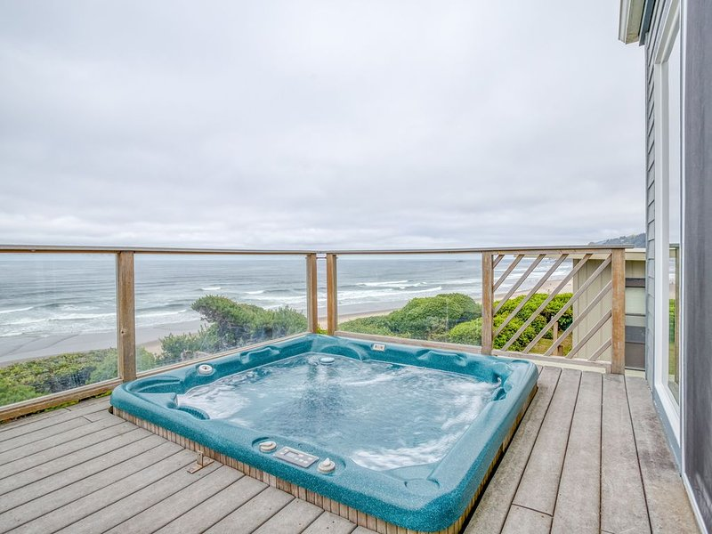 Oceanfront Home with Hot Tub, holiday rental in Neotsu