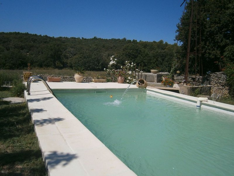 Graceful Cottage in Malaucène with Private Swimming Pool, vacation rental in Malaucene