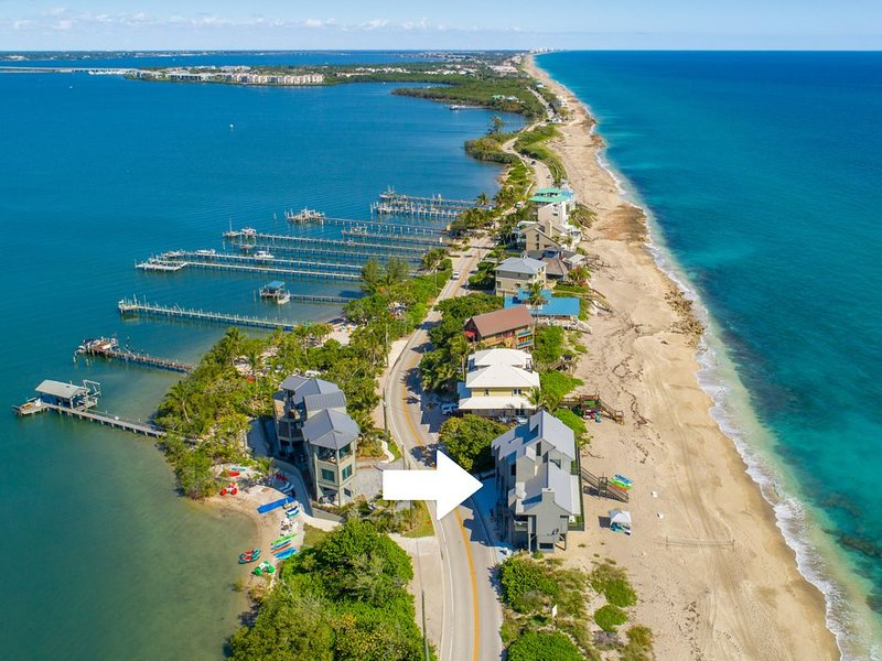 'Restoration Sands': FL Beach House DIRECTLY on Beach (Elevator, hot tub & more), holiday rental in Port Salerno