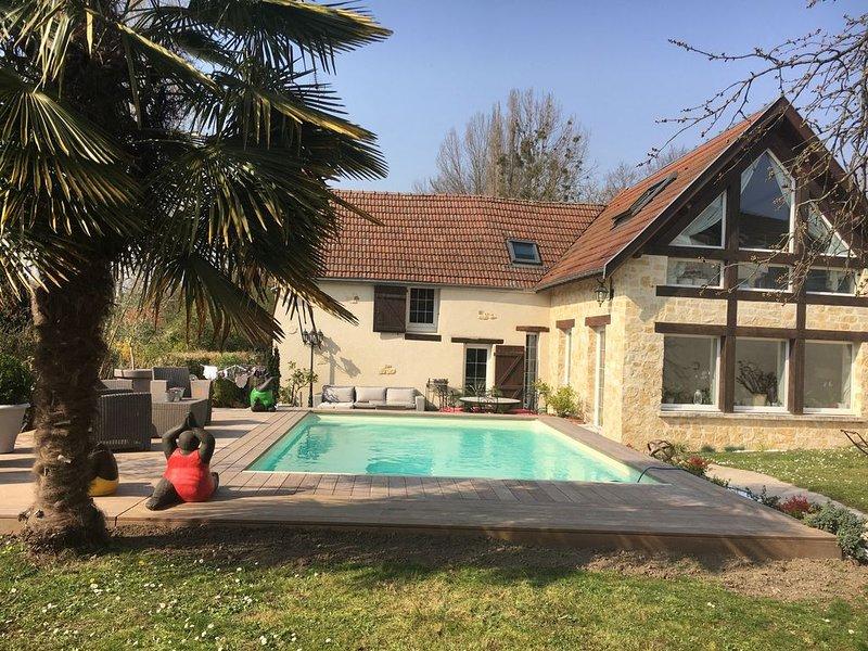 magnifique corps de ferme renové,avec piscine ,village typiquement champenois, holiday rental in Marne