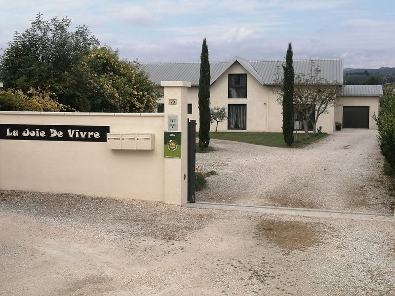 Loft douillet et spacieux, 6 chambres, piscine chauffée '' La Joie De Vivre''., holiday rental in Saint-Sernin