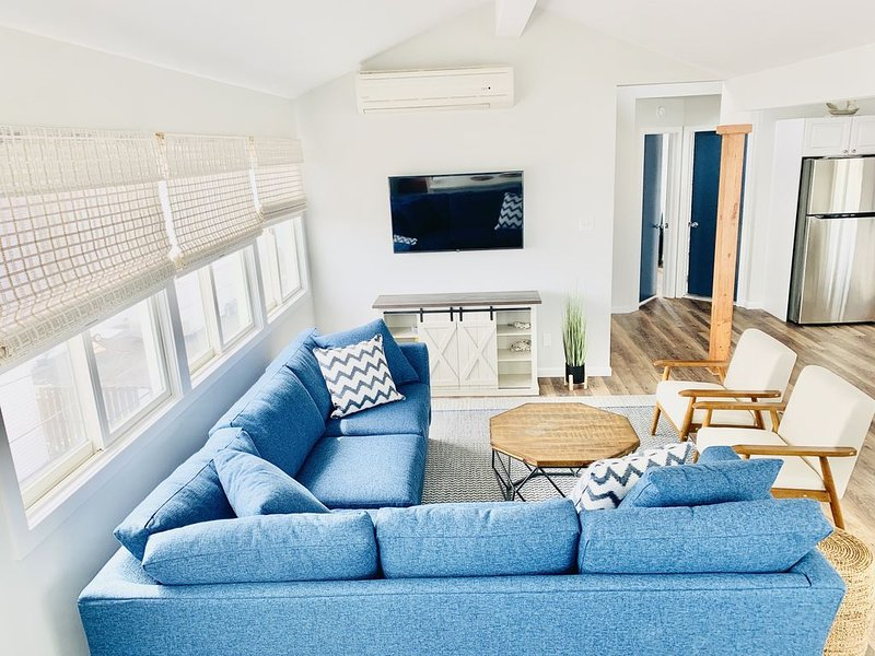 Newly Renovated May '20 Beach Gem - 1 off Beach, Water Views, Sleeps 13, vacation rental in Beach Haven