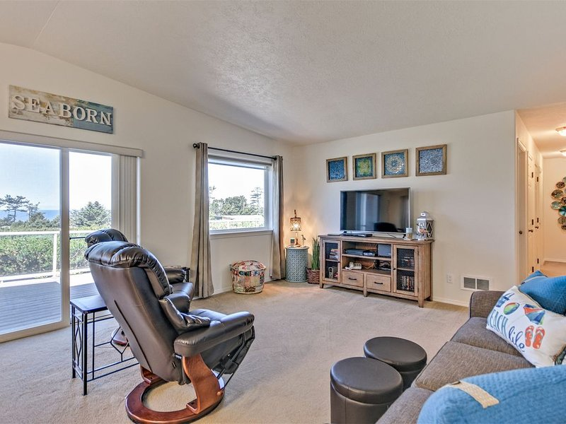 Modern Oceanview Beauty located in Bayshore Community of Waldport – semesterbostad i Waldport