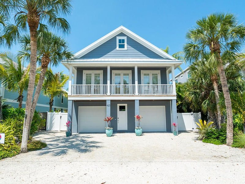 Seaside Maison, Family Friendly, 3 Blocks to Gulf, 2 Blocks to Rest. & Pine St., holiday rental in Anna Maria