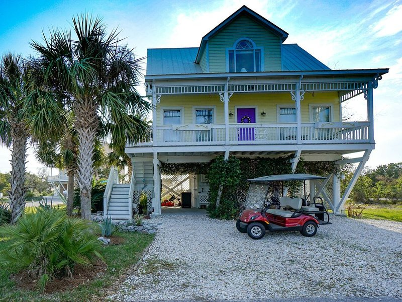 Golf Cart Included!! Harbour Key Retreat, holiday rental in Saint Helena Island