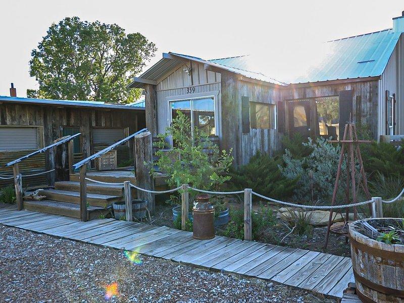 Family friendly barndominium style, location de vacances à Graford