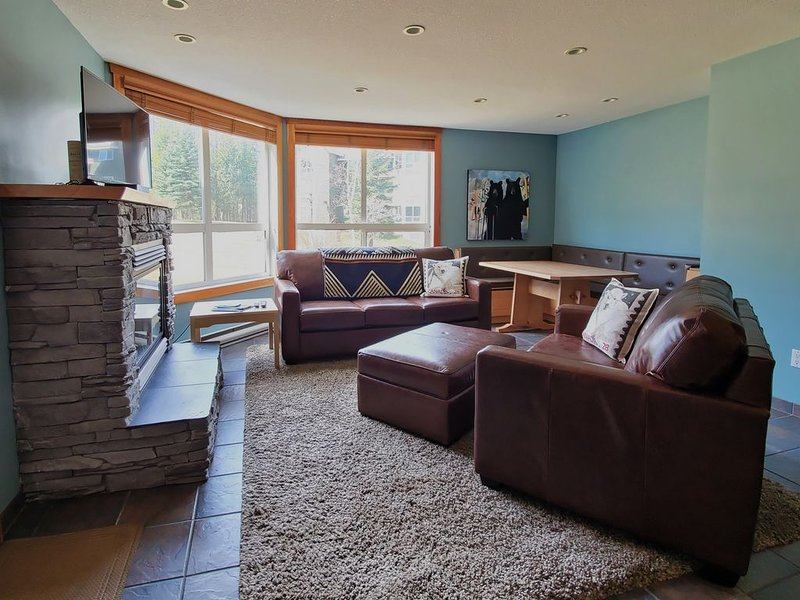 NEW to VRBO: Best Mountain Views with 3 Queen Beds and 2 Bath, aluguéis de temporada em Fernie