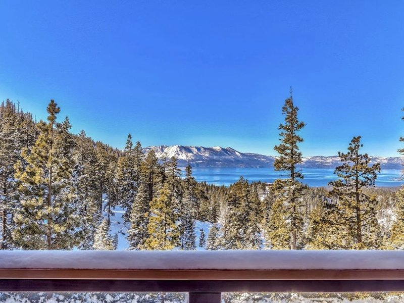Breathtaking Lake VIEW Best Location SKI OUT Hot Tub, holiday rental in Stateline
