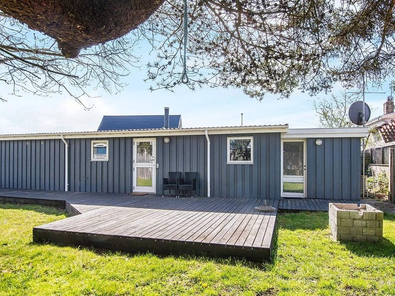 Elegant Holiday Home in Ebeltoft with Sauna, holiday rental in Foelle Strand