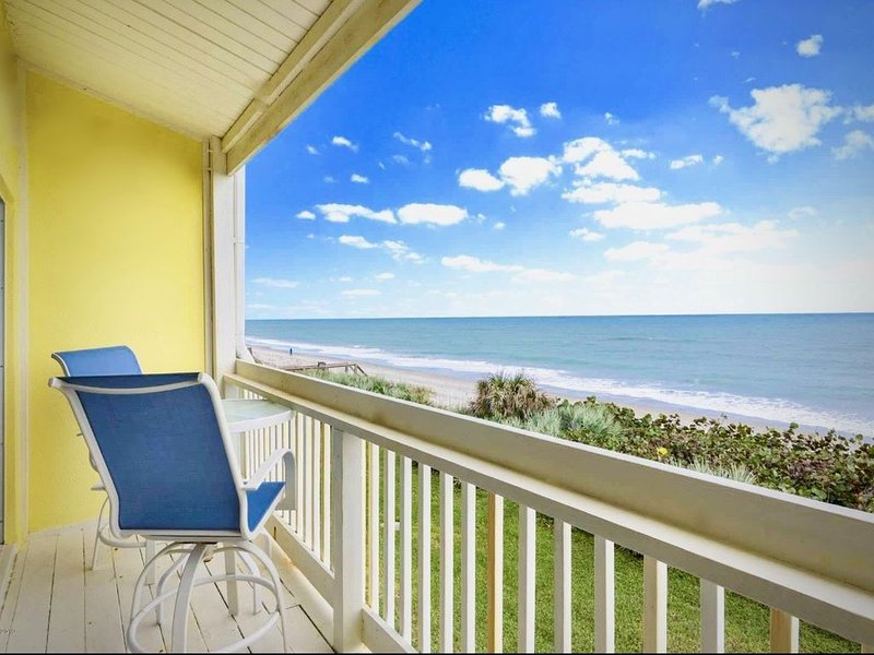 **Luxury OCEAN-FRONT townhome**  Stone throw to the waves- no beach restrictions, casa vacanza a Melbourne Beach