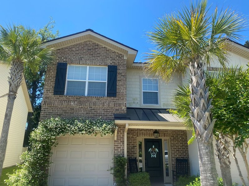 RELAX in End Unit Townhouse w/Golf Course View, Pool, Bikes, Beach Gear, Kayak, holiday rental in Saint Simons Island