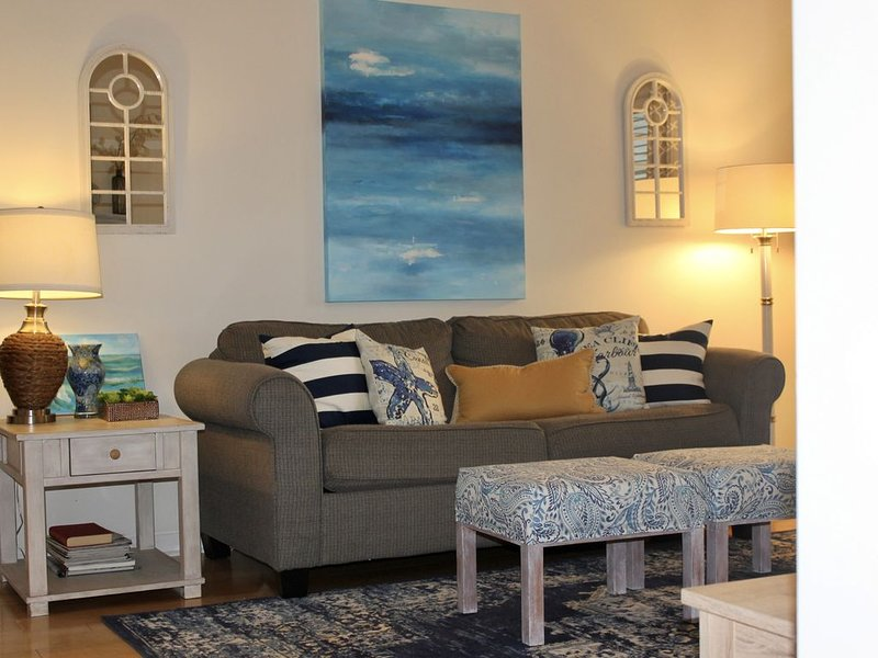 Beautiful Dog Friendly First Floor Condo Between Lewes and Rehoboth Beach, holiday rental in Lewes