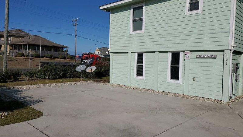 Like no other. Really! Check it out. Remodeled 2020., location de vacances à Kitty Hawk
