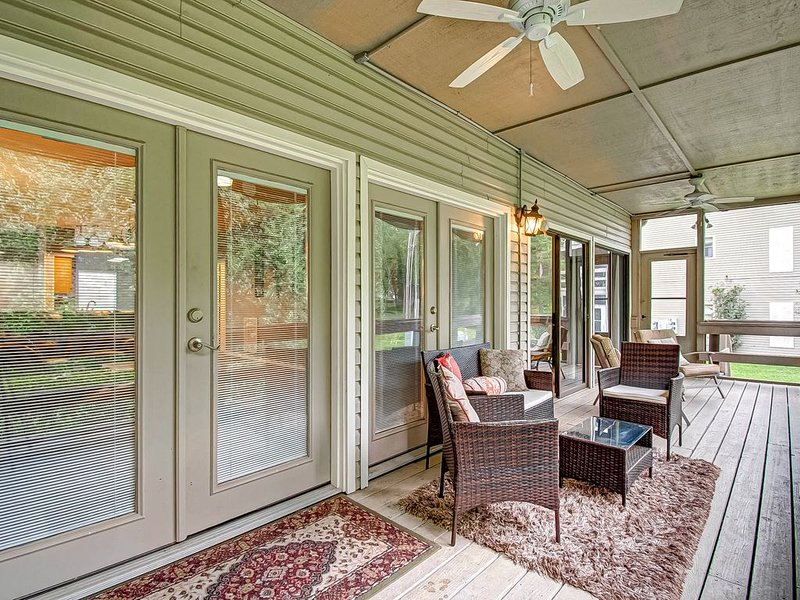 Lake Conroe 2 Bdrm 2 bath with Pool, Fitness, Golf &More, vacation rental in Montgomery