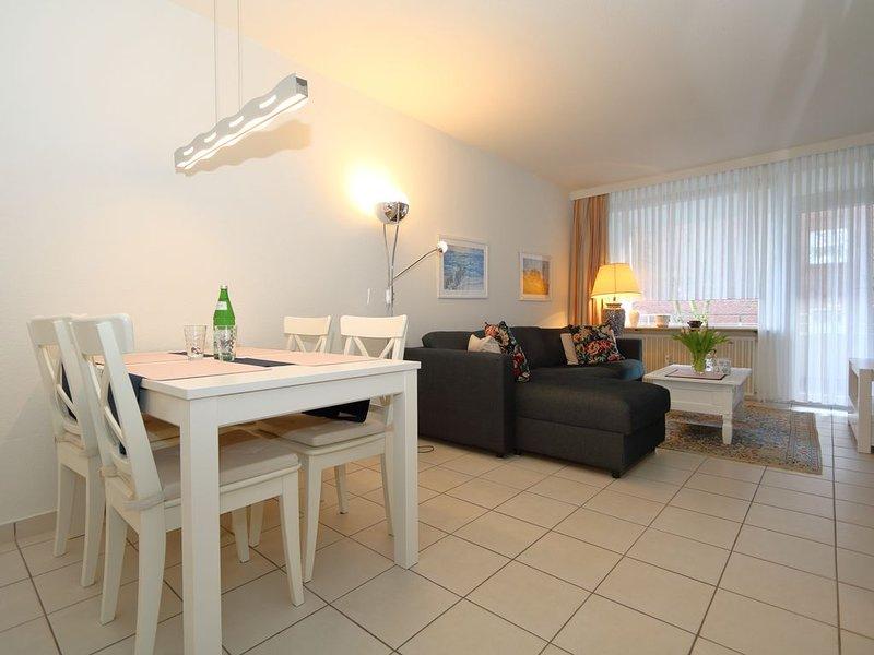 Direkt am Kurzentrum und Kurmittelhaus ist dieses moderne Appartementhaus gelege, holiday rental in Sylt-Ost