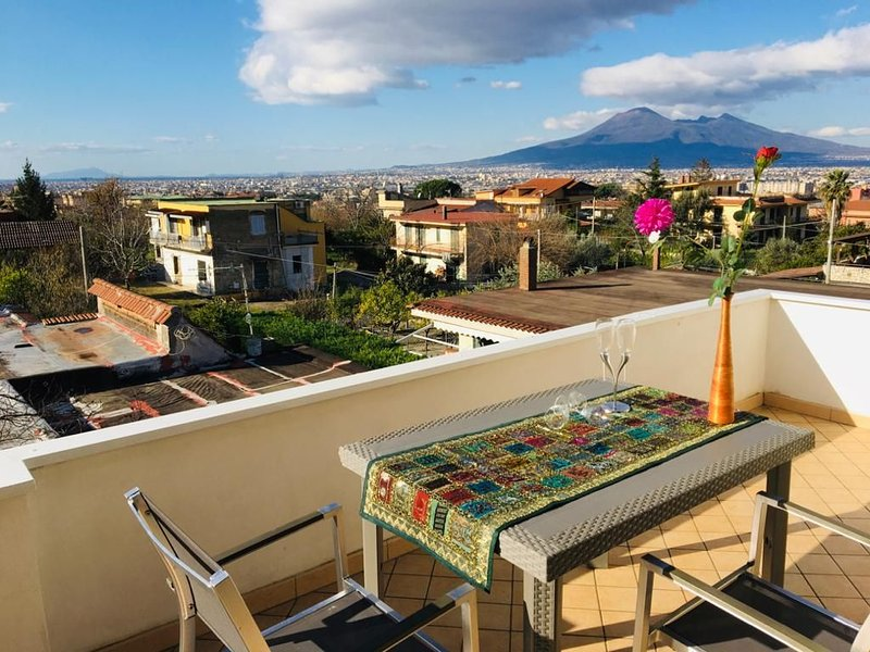 Apt in a Villa with Terrace on stunning Vesuvio View!, vacation rental in Corbara