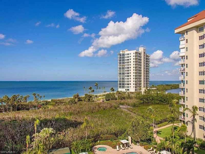 Luxurious Beach Front Condo with Spectacular Views!, holiday rental in Naples