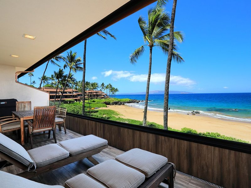 Upgraded Condo- Beachfront - Easy Beach Access - Makena Surf B-204, aluguéis de temporada em Makena