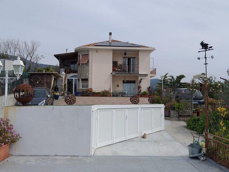 Un Paradiso,  per chi ama i cani, relax, vista panoramica piscina giardino WiFi, aluguéis de temporada em Sanremo