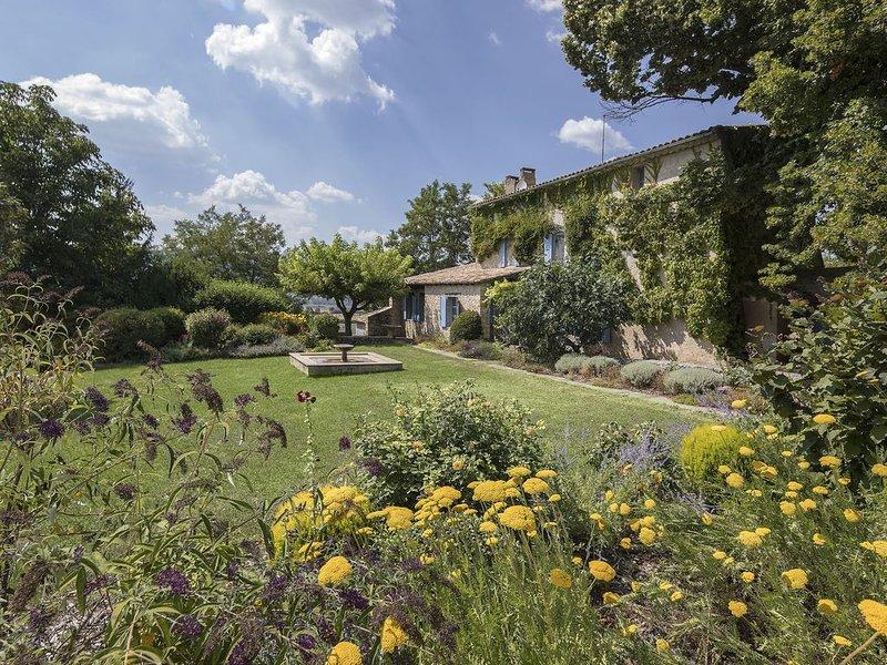 Propriété en Provence au milieu des lavandes avec vue à couper le souffle, vacation rental in Sault