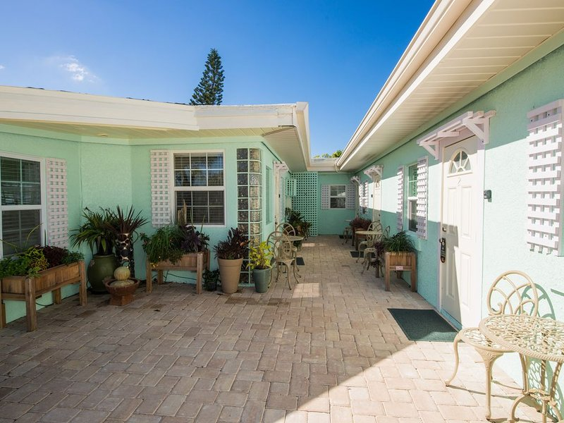 #6 Close to Beach -2 Kid Free Pools with Jacuzzi, vacation rental in Holmes Beach