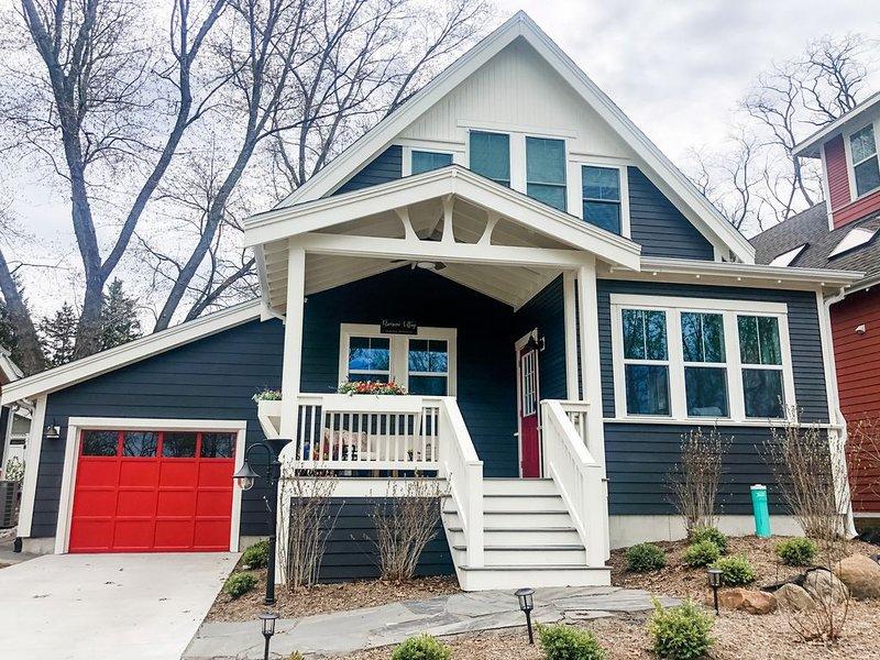 New luxury modern farmhouse cottage: walk to beach/downtown New Buffalo & pool!, alquiler de vacaciones en New Buffalo