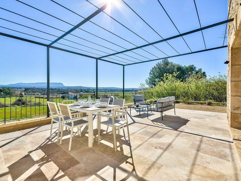 Bastide Neuve en campagne Aixoise   Site enchanteur   Climatisée, holiday rental in Puyricard