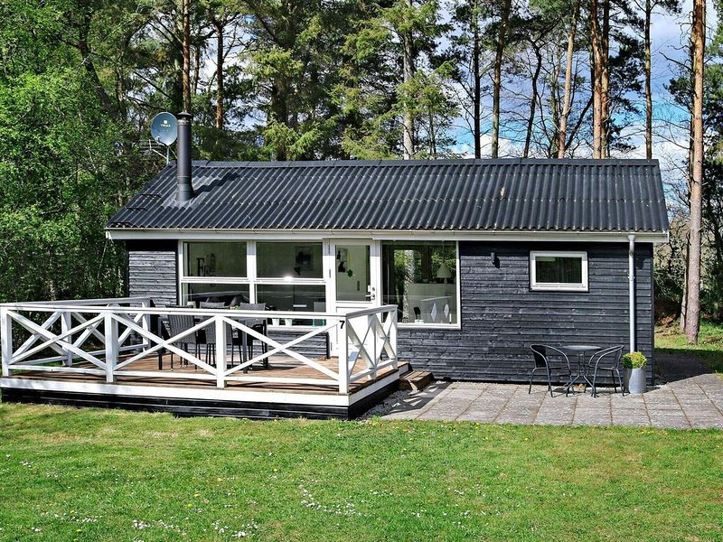 Tranquil Holiday Home in Hadsund near Sea, vacation rental in Hadsund