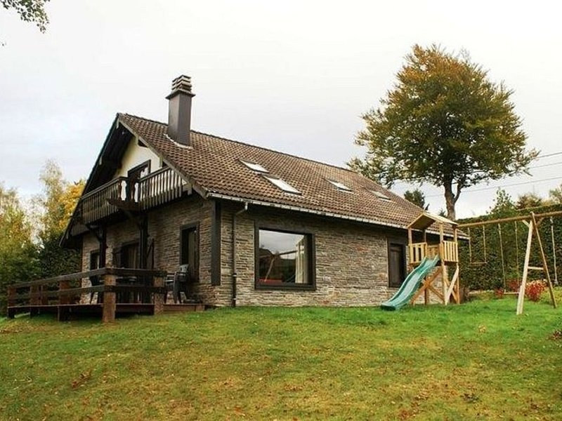 Stylish Holiday Home in Xhoffraix with Terrace, holiday rental in Chodes