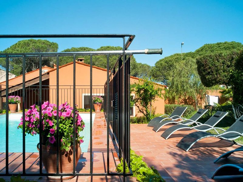 Splendid Holiday Home in Frejus with private Swimming Pool, Ferienwohnung in Fréjus