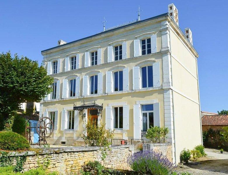 Maison Charente at Nouvelle-Aquitaine, aluguéis de temporada em Charme