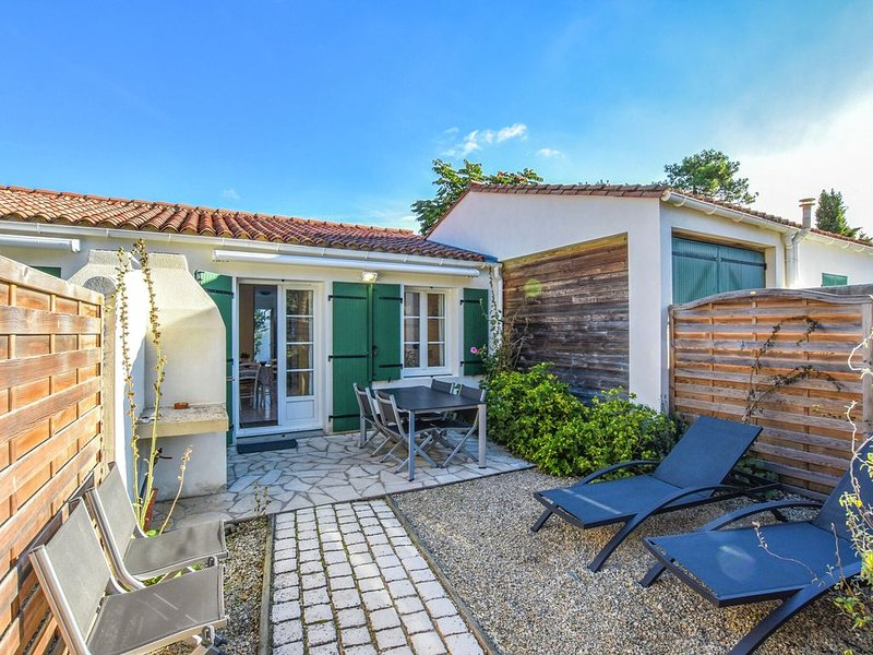 Magnificent house on Île-de-Ré, for an ideal cycling and beach holiday, holiday rental in Sainte Marie de Re