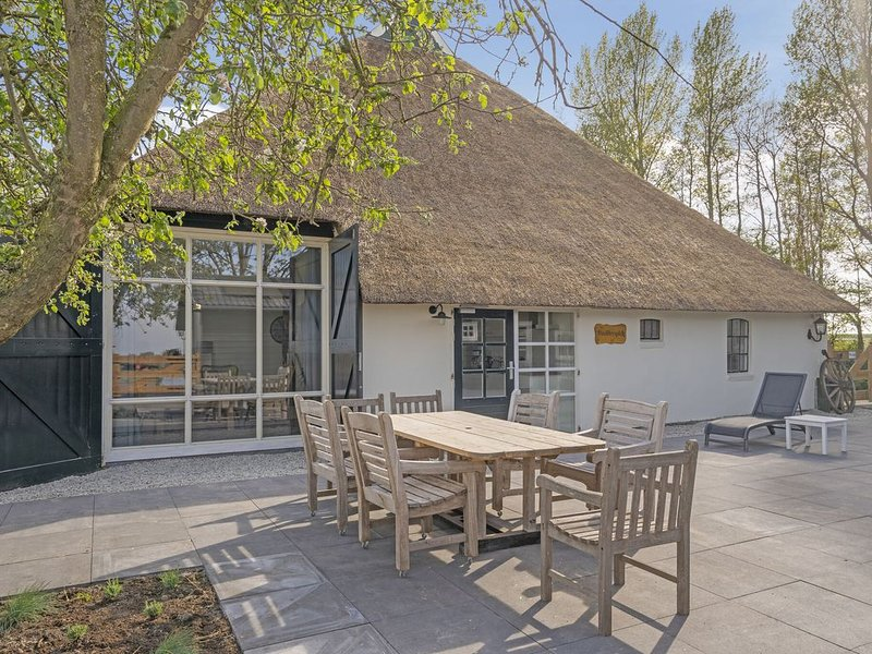 Scenic Apartment in Bantega near Tjeukemeer Lake, alquiler vacacional en Sondel