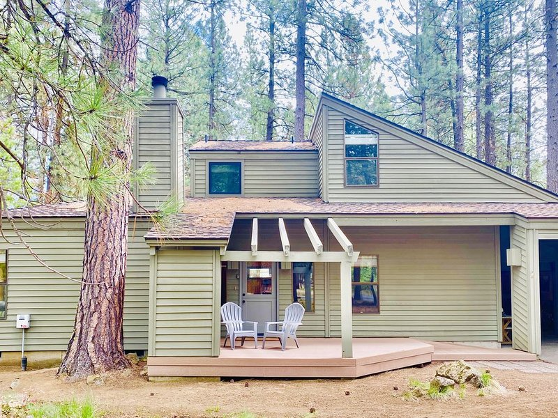 Winter at the Ranch in a updated Cozy cabin! Book now!, holiday rental in Sisters