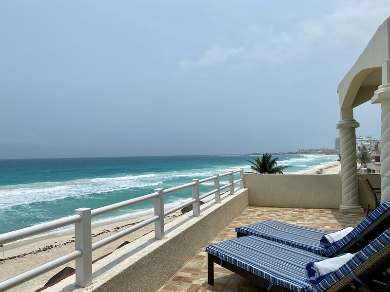 Beachfront Master Penthouse, vacation rental in Cancun