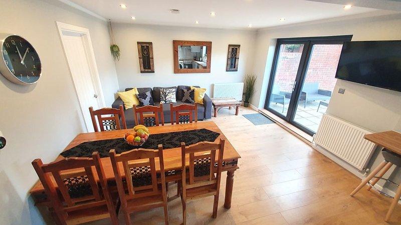 Crown Meadow House │ free parking ✔, alquiler vacacional en Colnbrook