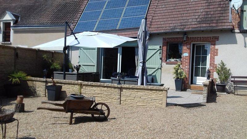 Maison  entre châteaux et vignes avec jacuzzi, holiday rental in Saint-Nicolas-des-Motets