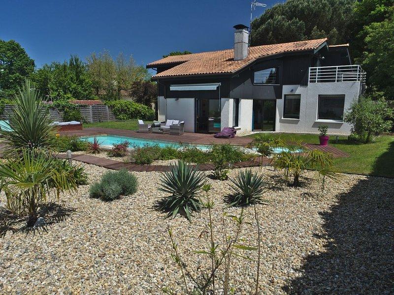 Belle maison au calme avec piscine, holiday rental in Saint-Jean-d'Illac