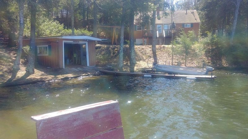 Family friendly lakefront cottage, vacation rental in Summit Lake