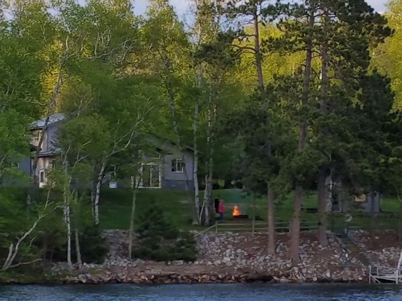 Family friendly Birch Point vacation home on beautiful Big Bay, holiday rental in Cook