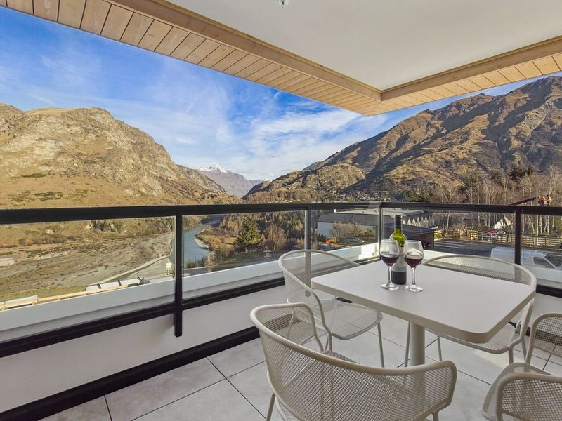 Awa Apartment * the base of Coronet Peak, holiday rental in Glenorchy