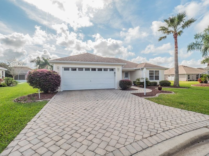 Village of Glenbrook! Golf cart included!, casa vacanza a Belleview