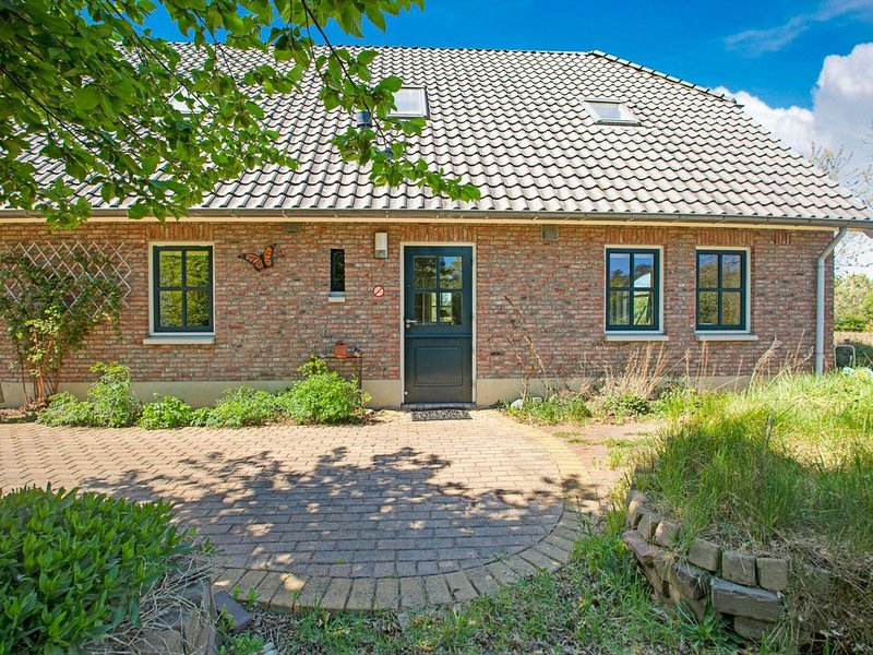 Quaint Holiday Home in Dalfsen with Private Terrace, holiday rental in Ommen