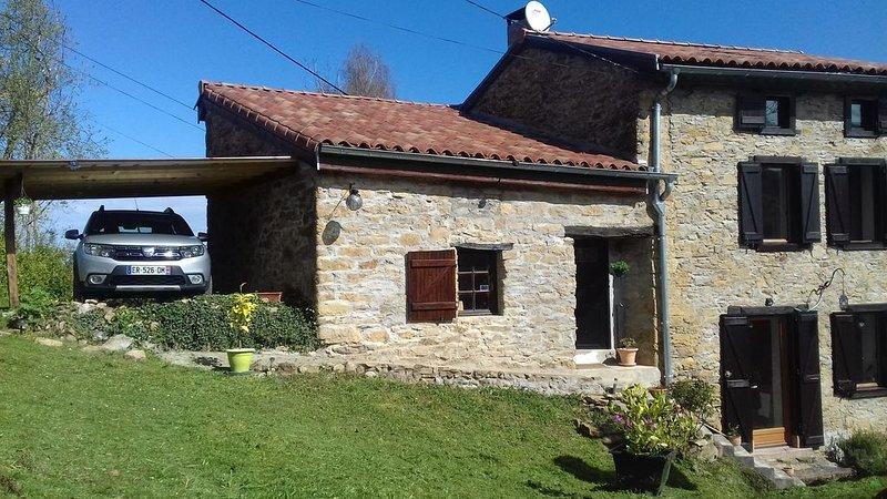 maison 120m²/jardin/grange terasse couverte à 600m d'altitude dans hameau calme, holiday rental in Rimont
