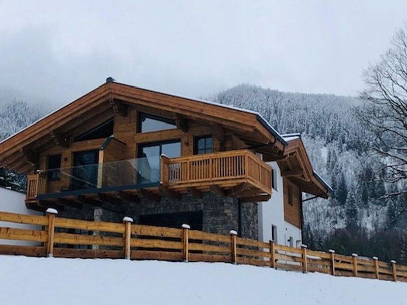 Spacious chalet with sauna in Krimml, 400 m from the ski-bus stop, location de vacances à Krimml