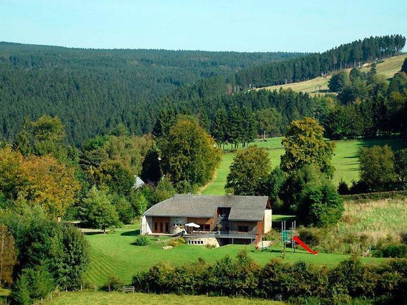 Spacious Villa in Ovifat with Sauna, location de vacances à Waimes