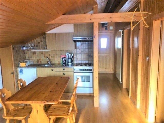 Extérieur : 3-pièces sous les combles d'un chalet, pour 4 personnes, balcon sud-, aluguéis de temporada em Oberems