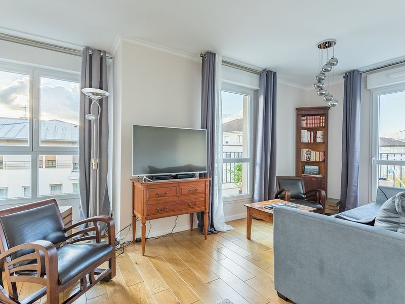 Bel appartement  2 mn à pied  RER/TGV - Wifi- idéal pour professionnels, vacation rental in Palaiseau