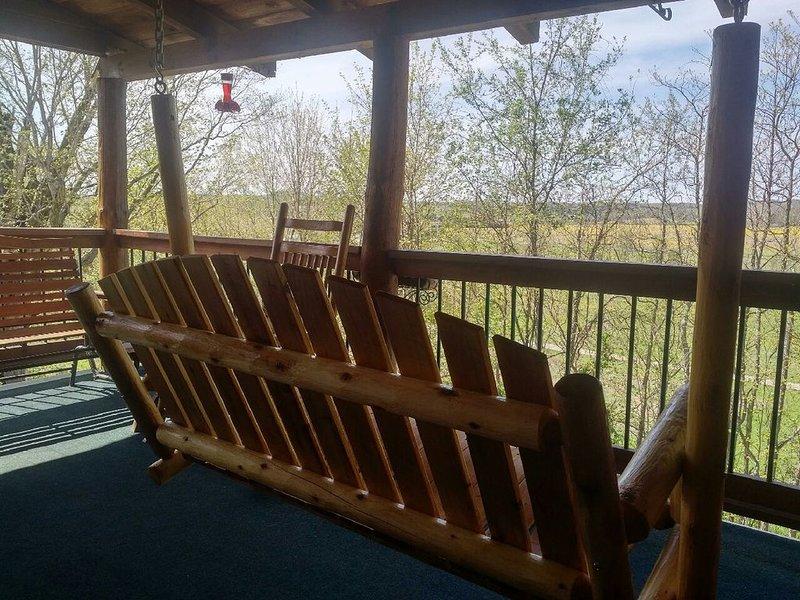 Cabin on the Hill at Laurel Springs Farm, Laurel Run Canyon, Hocking Hills, casa vacanza a Kingston